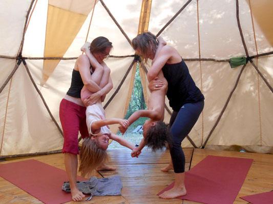 Yoga fur Kinder und eltern im Yoga und Familienferien zentrum Südfrankreich