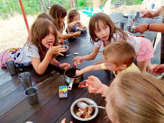 yoga et vacances en famille en pleine nature sud france
