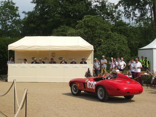 500 Mondial in front of jury @ 2014 Concours Schloss Dyck.