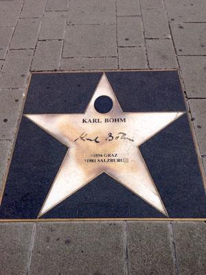 Dans le couloir du métro menant à Stephanplatz, les étoiles des grands chefs et compositeurs.