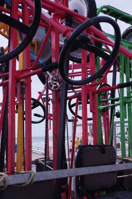 Curieux rangement de tricycles
