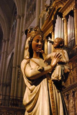 Une splendide Vierge à l'Enfant