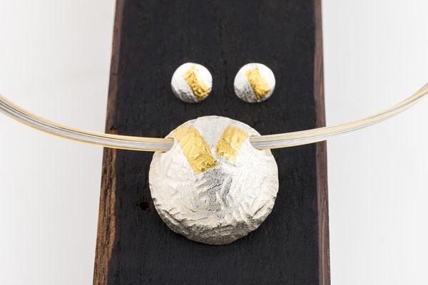 Collieranhäger/Ohrstecker Feinsilber/Gold freiformgeschmiedet