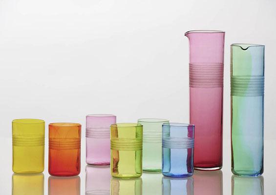 Farbige Trinkgläser und Krüge mit Dekor – im Shop erhältlich