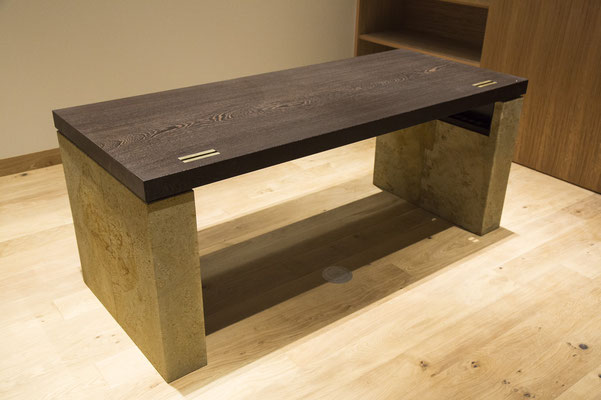 観音下石でテーブルの脚