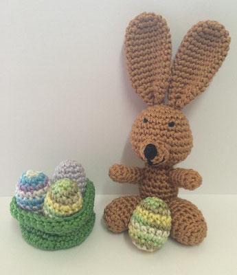 Amigurmi - Häkeltier  Hase mit kleinen Ostereiern