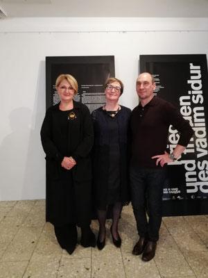 Mit der Direktorin der Moskauer Manege Irina Tolpina und der Leiterin der Abteilung Kulturaustausch der Moskauer Manege Tatjana Saltanovskaja