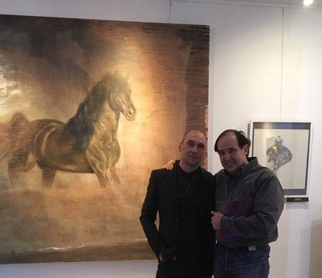 """Mit Künstler Rafael Ramirez bei der Ausstellung """"Тьма und Licht"""" im Russischen Haus der Wissenschaft und Kultur"""