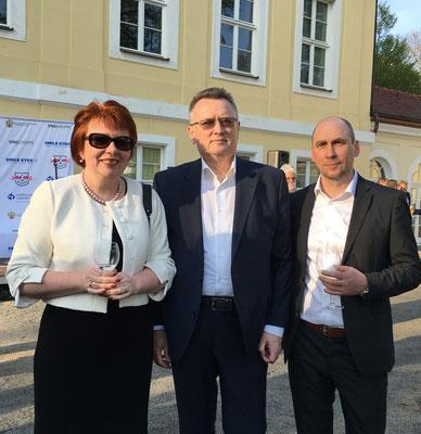 Mit dem Leiter der Handelsvertretung der Russischen Föderation Andrey Zverev bei der Fussball-Weltmeisterschaftsausstellung des russischen Konsulats in Leipzig