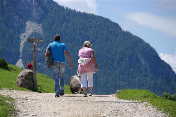 """(Dolomiten - 2011) ... fahren zwar am liebsten mit dem Cabrio - laufen oder wandern auch gerne mal ein """"Stückchen"""" - wenn das Ziel die Anstrengung lohnt..."""