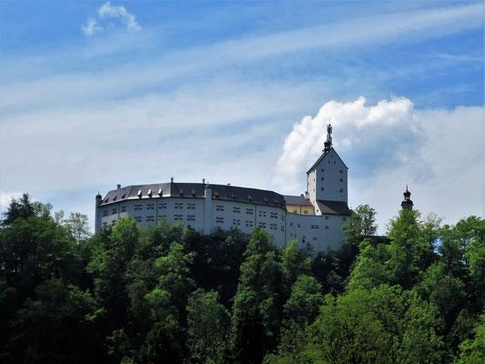 ...vorbei am Schloss Hohenaschau...