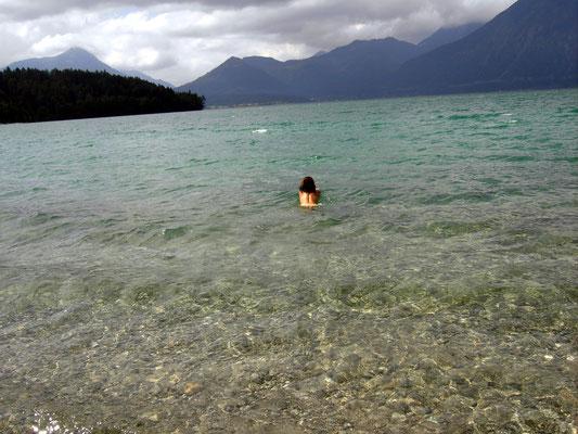 (Walchensee - 2011) ... scheuen auch keinen spontanen Sprung ins kalte Wasser...
