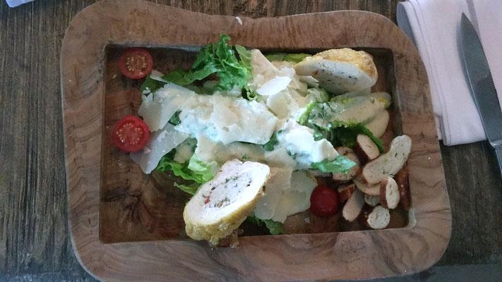 Bayrischer Ceaser Salad mit gefüllter Maispoularde