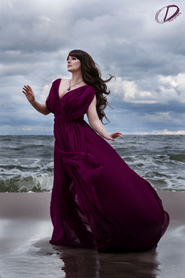 Foto/Edit: Christin Dolejs Model/Styling: Vanadis Schmuck: Bloody Brilliants, Gothic Anhänger in rot