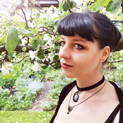 Spring Goth mit Mondchoker, Model: Maarianiedziela, Foto/Edit: Ishisu_y, Claudia die Designerin von Bloody Brilliants