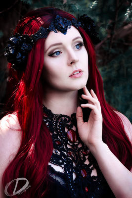 Rote Elfe, Foto/Edit: C.N. Foto Model/Styling: Vanadis Kopfschmuck: Rosenrot Photography & Design Schmuck: Bloody Brilliants, Gothic Collier Antik in rot, Magnolienblüte
