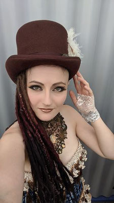 Ruffles and Steam Clara mit Steampunk Collier zur Mera Luna Fashion Show von Bloody Brilliants und Lily Cut