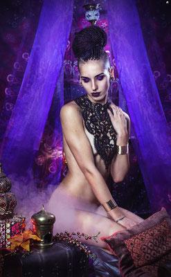 Foto: Strega Art, Model: Melli, Gothic Collier groß Antik lila