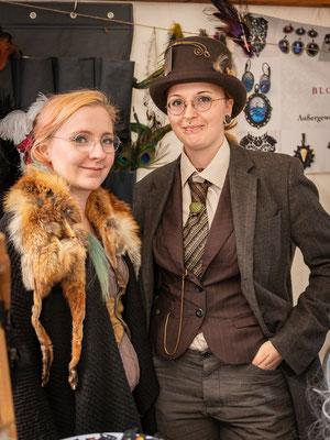 Steampunk Mittelalter Duo am Stand auf den Nikolaifestspielen