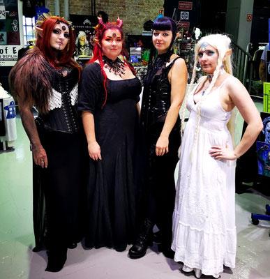 Bloody Brilliants Team als Drachenelfen auf der German Comic Con