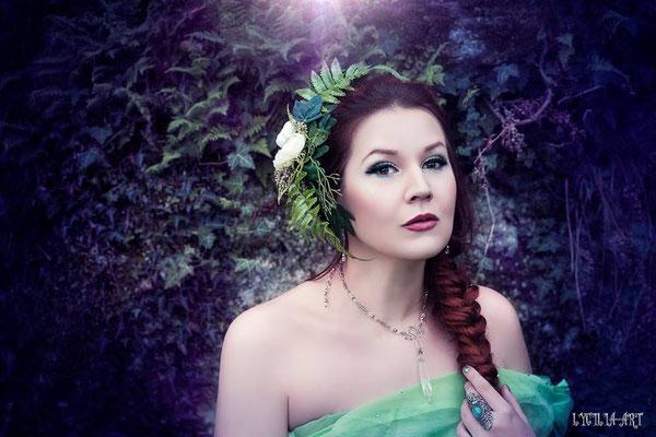 MADmoiselle Meli als zarte Elfe mit Blumenhaarschmuck, Foto Lycilia-Art
