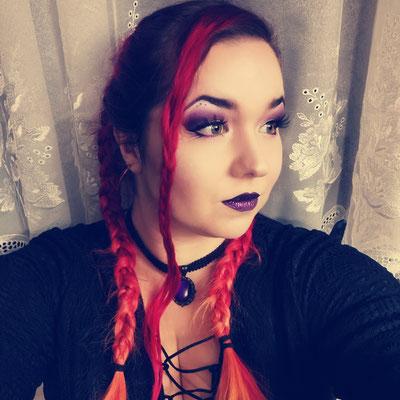 Trad Goth rot lila mit Choker, Model Ishisu_y
