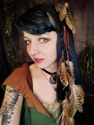 Mittelalter Haarfedern bei Maaria aus dem Bloody Brilliants Team