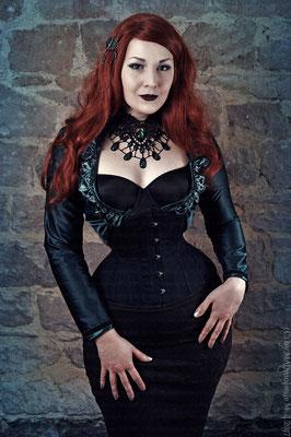 MADmoiselle Meli, Tropfencollier in grün, Gothic Girl