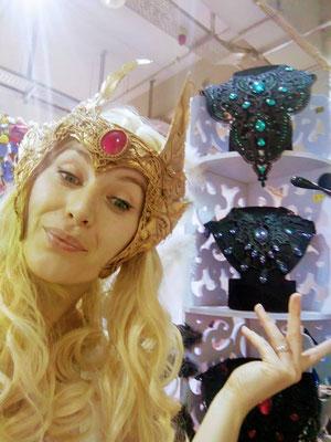 Namjira als SheRa mit Gothic Colliers auf der German Comic Con Berlin