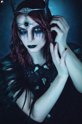 Foto: Strega Art, Model: unbekannt, Gothic Collier mit Vogelschädeln