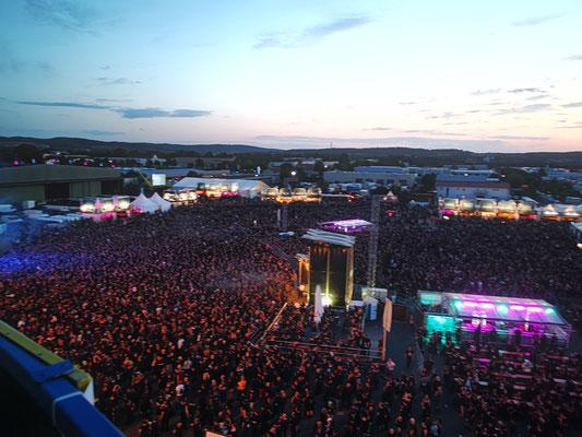 Blick auf Mera Luna Festival Croud vor Bühne bei Nightwish Konzert