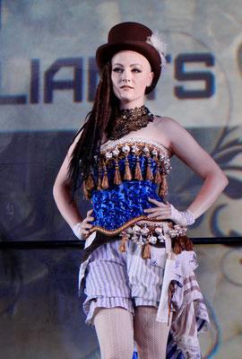 Ruffles and Steam Clara mit Steampunk Set zur Mera Luna Fashion Show von Bloody Brilliants und Lily Cut