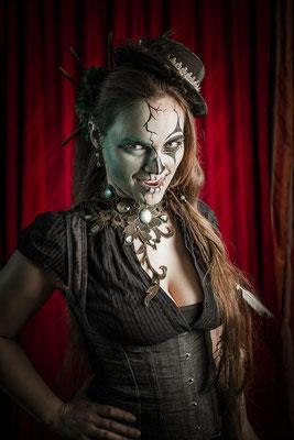 Steampunk Halloween Look mit Collier von Bloody Brilliants