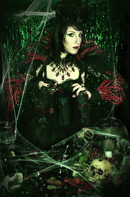Foto: Strega Art, Model: Apple Doll, Tropfencollier in Rot, Gothic, rote Königin
