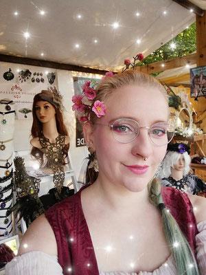 Frühlingsoutfit von Anne aus dem Bloody Brilliants Team mit Blumenhaarspange