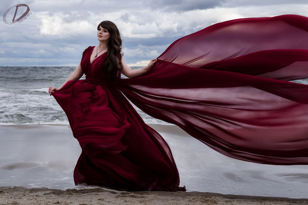 Stormy Baltic Sea, Foto/Edit: Christin Dolejs Model/Styling: Vanadis Schmuck: Bloody Brilliants, Gothic Anhänger in rot