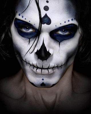Sugar Skull Make-up für Männer an Halloween