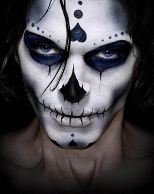Sugar Skull Make-up für Männer an Halloween