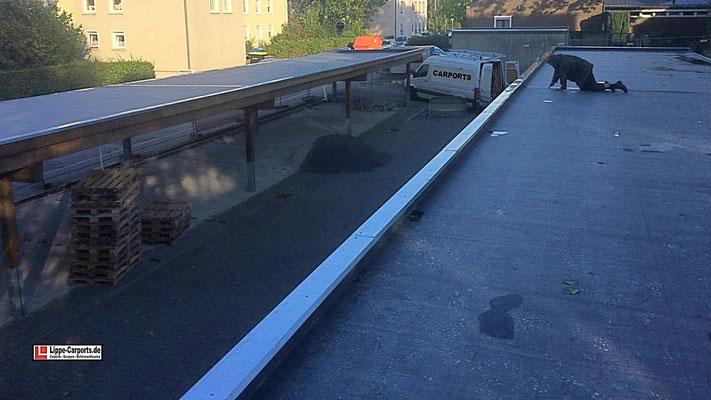 Beispiel-Nr. SORC43   12er Reihencarportanlage, Dachabdichtung mit hochwertiger, wurzelfester EPDM-Folie als Vorbereitung für bauseitige extensive Dachbegrünung.