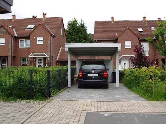 Beispiel-Nr. BR-9   BREMEN-Carport auf 4 Pfosten zum besseren Türen öffnen. Rückwand.