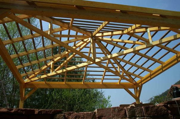 Beispiel-Nr. RHO-3    Montage einer Carportanlage RHÖN-Zeltdach. Hier der fertig montierte Dachstuhl