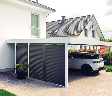 Beispiel-Nr. FF12   Weiße Stützen und Attika Standardausführung. Stahlwelle-Wände RAL-lackiert auf Wunsch in 7016 anthrazitgrau.