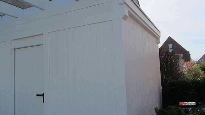 Beispiel Nr. GD1.4   Die Gerätekammer erhielt eine Holzfassade aus weißdeckend gestrichenen Nut- und Feder Profilbrettern SOFTLINE.