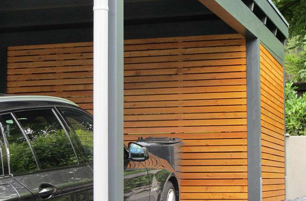 Beispiel-Nr. MGR-32.2    Detail Wandfüllungen mit sog. Offener Holzlattung mit Rhombusprofilen, hier mit PINIE-Farbgebung. Hier als blickhemmende Lattung mit 10mm Fuge.