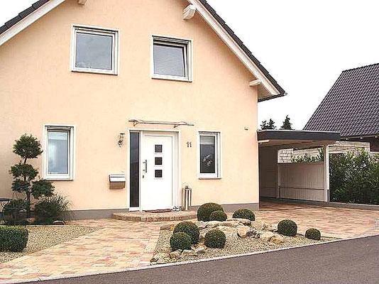 Beispiel-Nr. WA-14   Gesamtansicht Wohnhaus mit Wandcarport KÖLN.