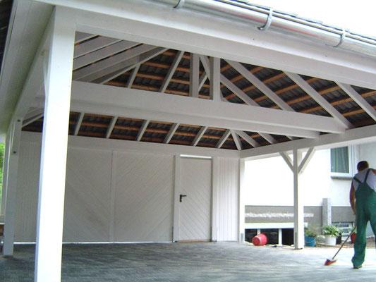 Beispiel-Nr. RHO-4.5    Der RHÖN Doppelcarport Dachstuhl mit DELTAMAXX-Folie. Auch wäre eine Sparrenverkleidung gegen Mehrpreis auf Anfrage möglich. In diesem Fall wird das der Bauherr später selbst übernehmen.s
