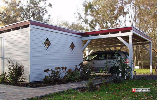 Beispiel-Nr. MGR-24.3    Der seitlich angebauter Abstellraum mit 2 OPTIK-Fenstern und roter Holzblende ist vielseitig nutzbar.