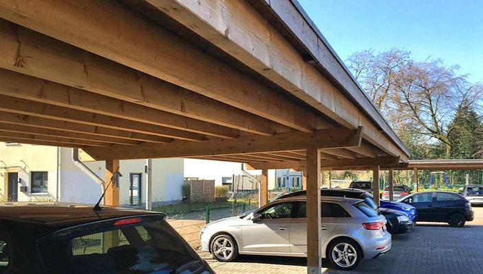 Beispiel-Nr. SORC54:  Stabile, zimmermannsmäßige Carportkonstruktion hier für bauseitige extensive Dachbegrünung verstärkt.