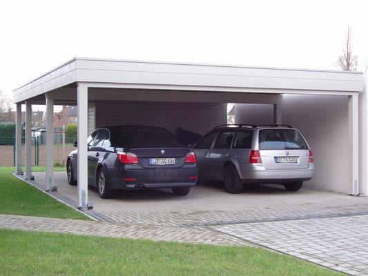 Beispiel-Nr. MGR-14.2   Doppelcarport MÜNCHEN-GR mit 2/3 Gerätekammer und RAL-grauer Farbgebung.