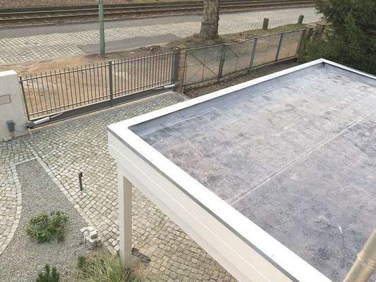 Beispiel-Nr. M-10    MÜNCHEN-Doppelcarport Dachabdichtung hier im Beispiel mit unserer hochwertigen EPDM-Folie. Keine Nähte, alles aus einem Stück vollflächig verklebt auf der Dachverschalung. Hier gibt es keine undichten Dächer.